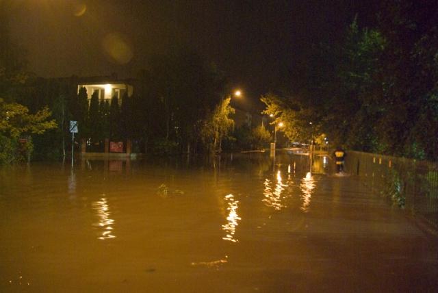 Ulica Diamentowa podczas czerwcowej lokalnej powodzi