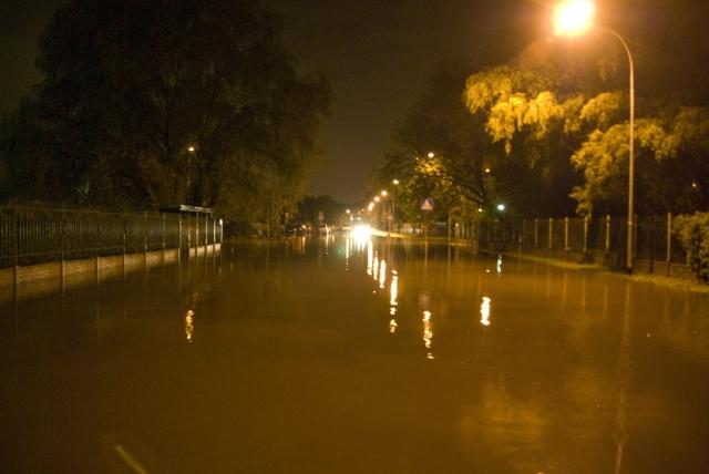 Ulica Gościniec podczas czerwcowej lokalnej powodzi